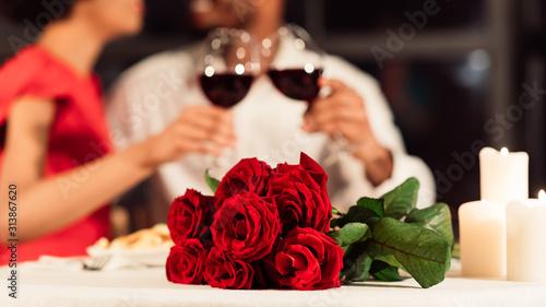 Obraz Unrecognizable Couple Clinking Glasses Celebrating Valentine's Day In Restaurant, Panorama - fototapety do salonu
