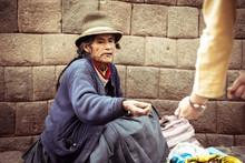 Local Homeless Woman Sells Roa...