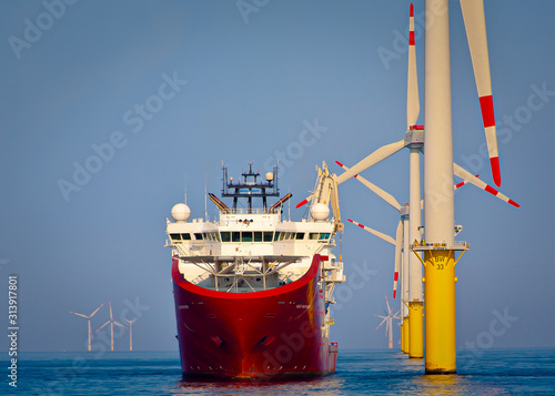 Photo Offshore support vessel ready to deploy walk to work gangway  at wind turbine as