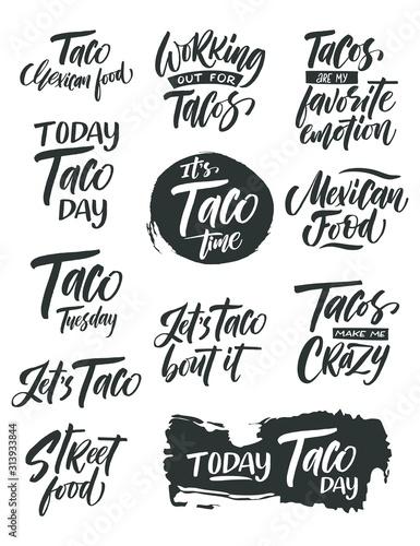 ustaw-taco-ilustracji-wektorowych-znak-promocyjny-ptint-graficzny-tradycyjna-kuchnia-meksykanska-recznie-rysowane-czarny-tekst-na-bialym-tle
