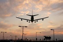 Airplane Approaching Heathrow ...