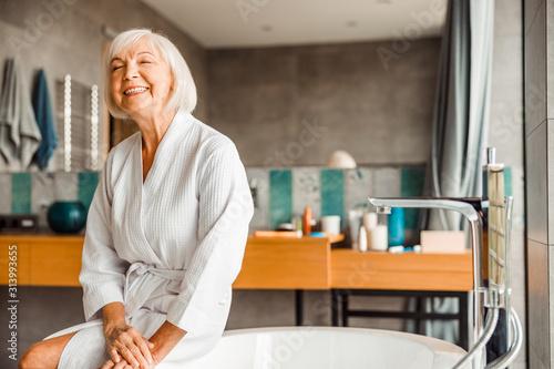 Fotomural Cheerful elderly woman relaxing in spa salon