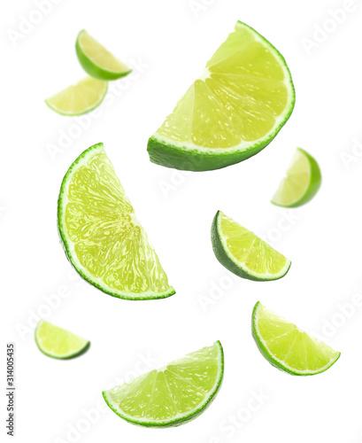 Fototapeta Limonka  kolaz-spadajacych-limonki-na-bialym-tle