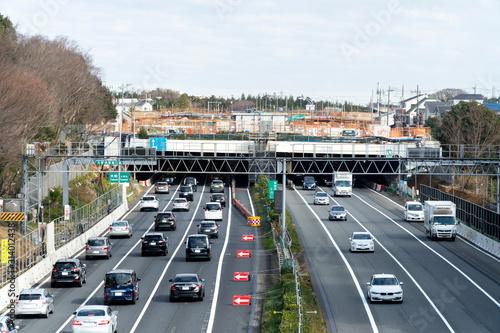 Photo 神奈川県の大和トンネル付近Uターンラッシュで混雑する東名高速道路