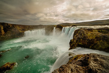 Cascades Of Waterfalls Dropping Down From The Cliffs. Long Exposure. Tslandtya. A Beautiful Waterfall, Frozen Motion Of Water Streams On A Long Exposure. The Most Visited Waterfall In Iceland. Waterfa