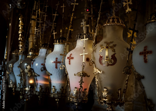 Fotomural Decorated Vase close up at the Church of the Holy Sepulcher - Stone of Unction in Jerusalem, Israel