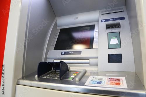 bankautomat finden