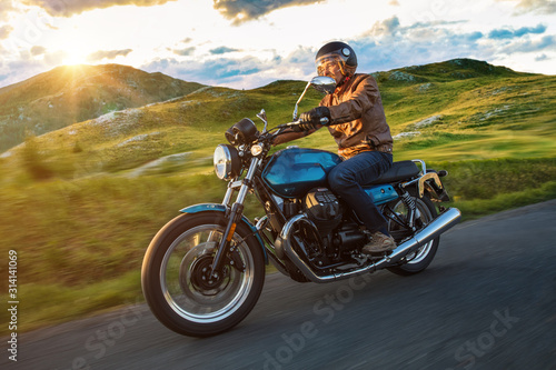 Obrazy Sporty Motorowe   motorcycle-driver-riding-in-dolomite-pass-italy-south-europe