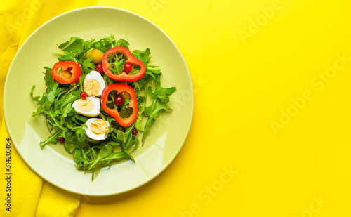 Fototapeta Plate with tasty salad on color background obraz