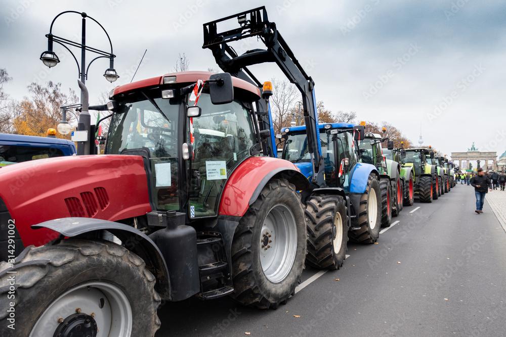 Fototapeta Berlin - Demo - Landwirte demonstrieren in Berlin