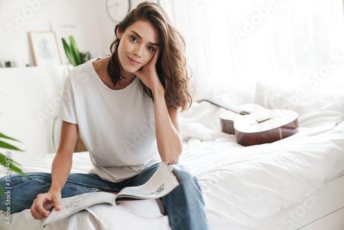 Fototapeta Smiling lovely girl reading magazine obraz