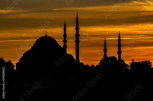 Carta da parati Blue Mosque at sunset in Istanbul, Turkey