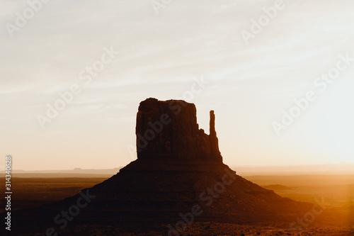 Lever de soleil sur les buttes de Monument Valley Canvas Print
