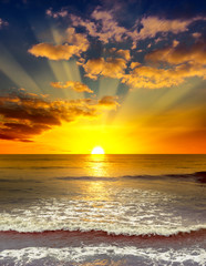 Fototapeta Wschód / zachód słońca Majestic bright sunrise over the ocean.