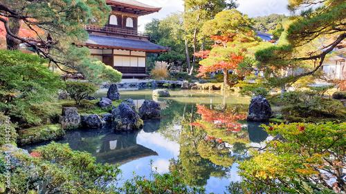 Fototapeta premium Srebrny Pawilon jesienią, Świątynia Ginkakuji Zen w Kioto, Japonia