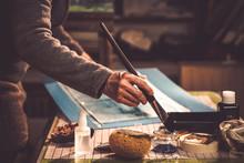 Artiste Peintre à L'ouvrage