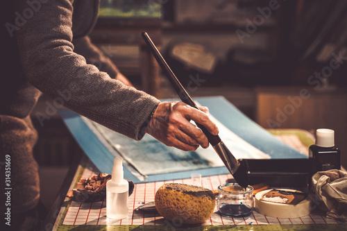 artiste peintre à l'ouvrage Canvas Print