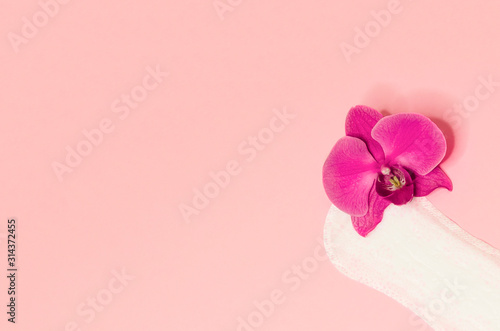 Fotomural hygienic pad with floral orchid on pink background