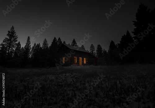 Fototapeta Old cabin at night obraz