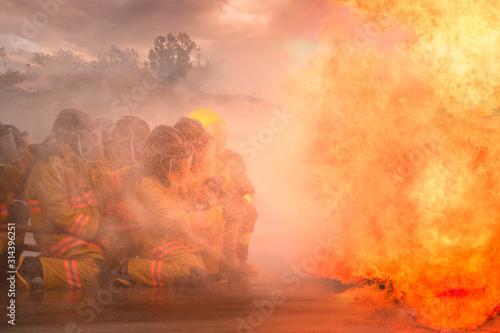 Canvastavla Fireman fighting a bush fire in Australia