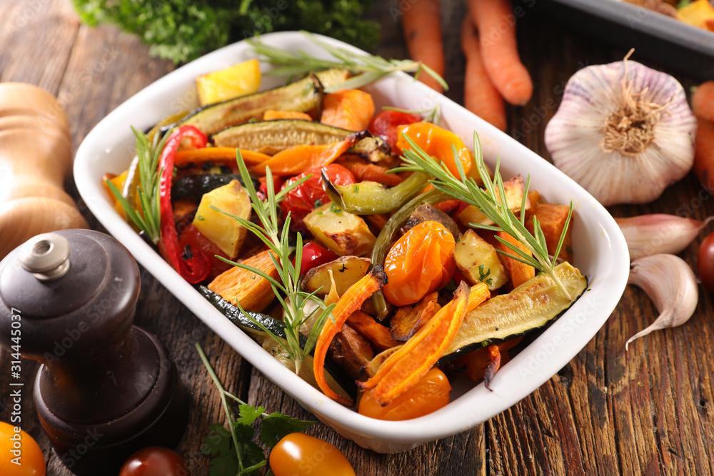 Fototapeta roasted vegetable, tomato, bell pepper, zucchini, aubergine