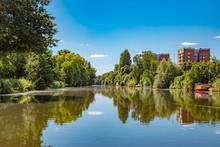 Idyllischer Kanal In Hamburg Wilhelmsburg
