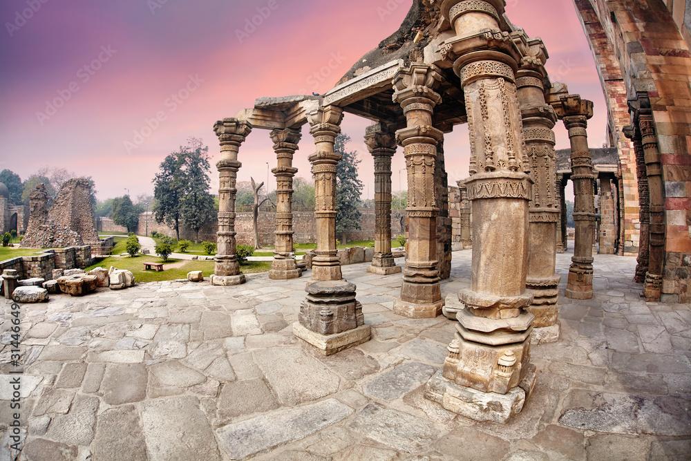 Fototapeta Qutub Minar ruins in New Delhi, India