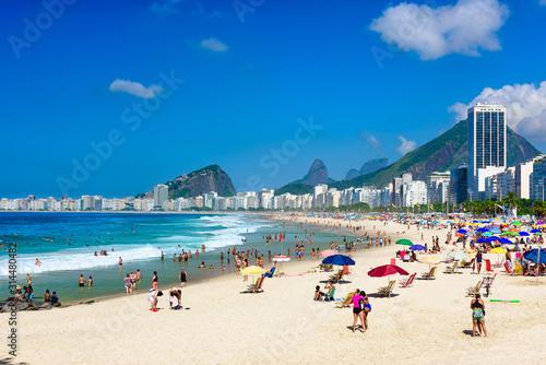 Obrazy Rio De Janeiro  plaza-leme-i-copacabana-w-rio-de-janeiro-w-brazylii-najbardziej-znana-plaza-jest-copacabana