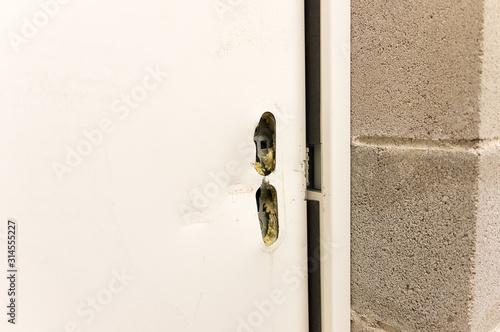 Photo broken lock and door frame damaged