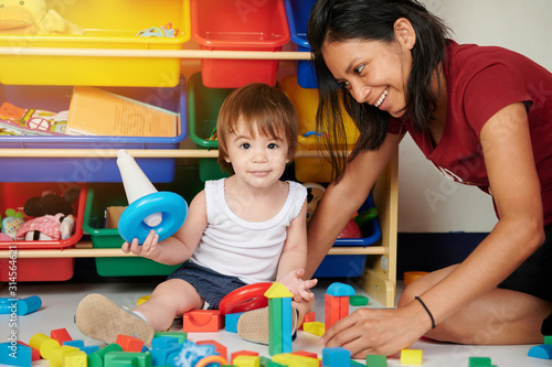 Young mom playing with baby girl Fototapet