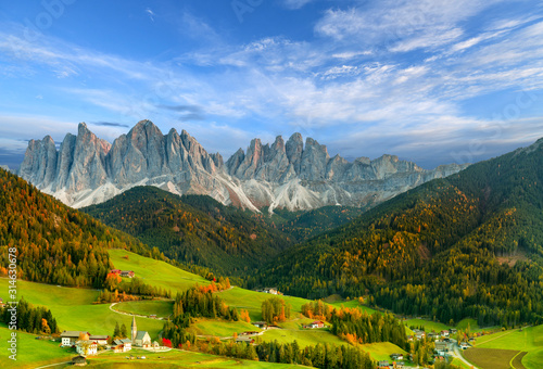 Photo Beautiful landscape of Italian dolomites - Santa Maddalena