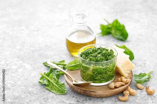 Obraz na płótnie Spinach pesto sauce with cashew, parmesan cheese and olive oil