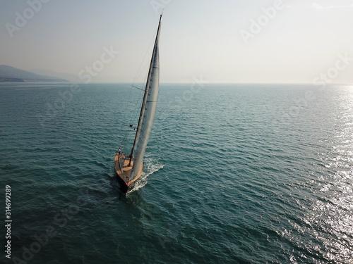 Photo sailing yacht