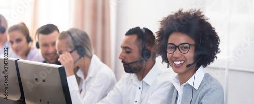 Canvastavla Portrait Of A Female Customer Service Executive