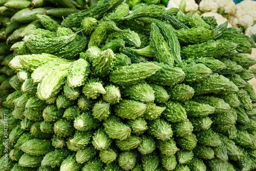Photo Karela vegetables or bitter gourd or bitter melon on market in Mumbai