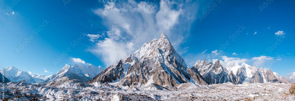 Fototapeta Panoramic view of Mitre Peak and Baltoro Galcier and Karakoram Mountains from Concordia, Pakistan