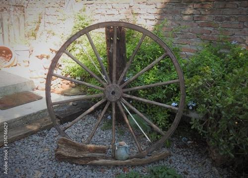 Fotografía  Jardineria rueda de carreta