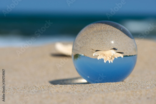 Lensball summer vacation landscape with starfish reflection Fototapet
