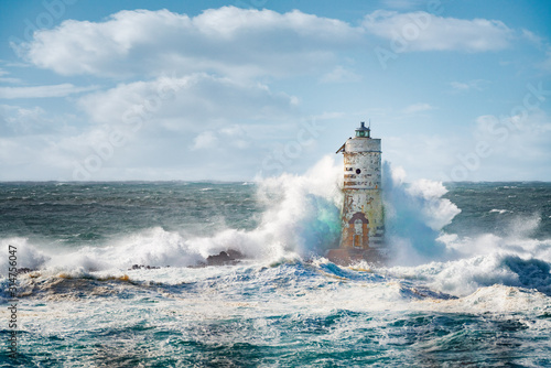 Fotografía Sea storm on Lighthouse Mangiabarche situated in Calasetta, Sardinia, Italy