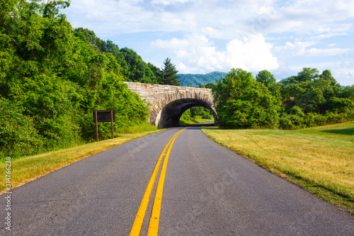 Photo Landscape with overpass in a national park in Virginia USA