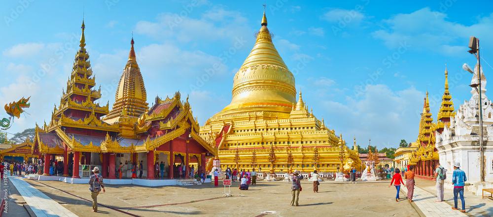 Fototapeta Panorama of Shwezigon Pagoda, Bagan, Myanmar