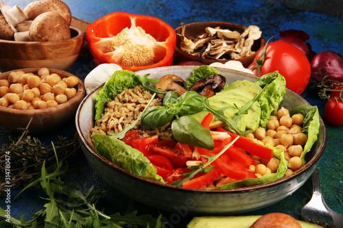Carta da parati  Quinoa and spicy chickpea vegetable vegetarian buddha bowl