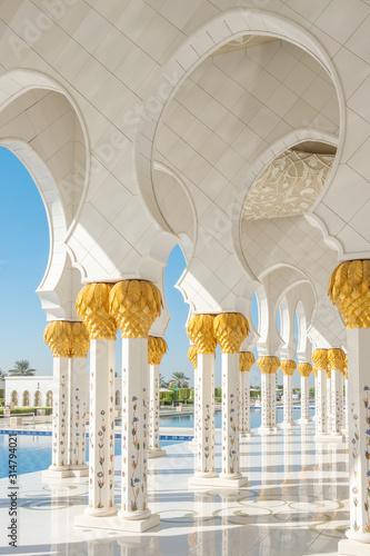 Sheikh Zayed Grand Mosque in Abu Dhabi, UAE Wallpaper Mural