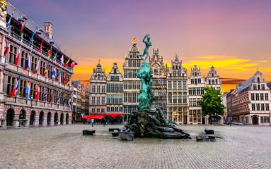Brabo fontana na Tržnom trgu, središte Antwerpena, Belgija
