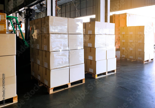 Cuadros en Lienzo Interior of warehouse with stack package boxes on pallets, Warehouse industry de