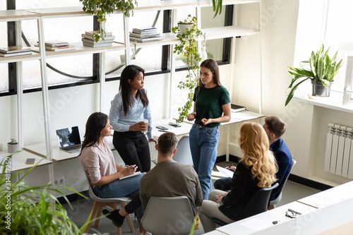Cuadros en Lienzo Concerned diverse office employees gather together solve business problems