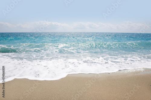 Cuadros en Lienzo beautiful sandy beach and soft blue ocean wave