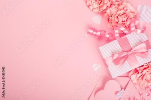 Obraz Valentines Day pink gift box - fototapety do salonu