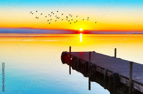 hermoso atardecer en el lago Canvas Print
