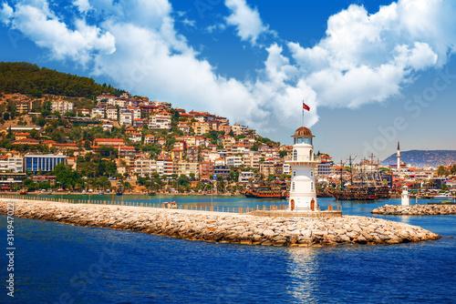 Photo Alanya, Turkey lighthouse on the sea shore in bay